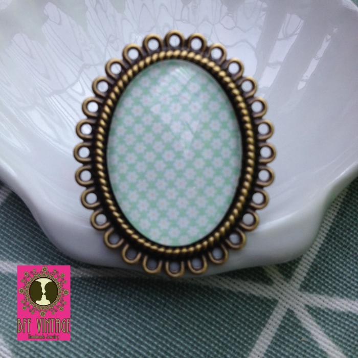 BFF - ovalen vintage ring brons met vrolijk bloemmotief