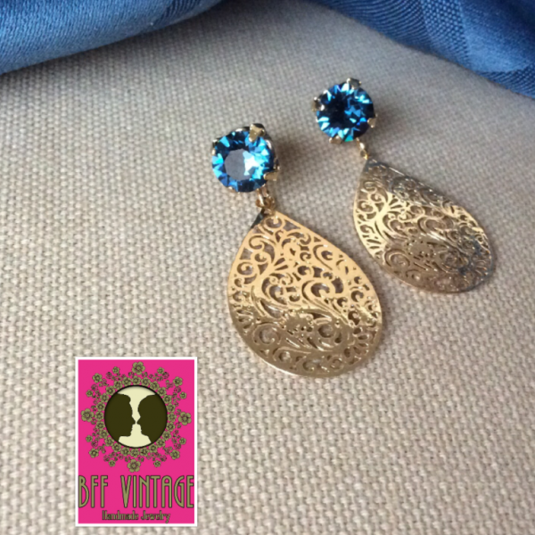 BFF vintage - Oorbellen blauwe Swarovskisteentjes en filigraan druppels
