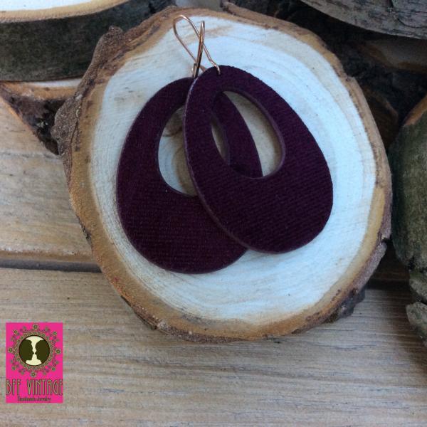 Velvet oorhangers aubergine met gesloten oorhaakjes