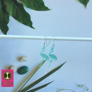 Zilverkleurige oorhangertjes met turquoise flamingo's