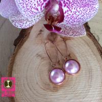Roségoudkleurige oorhanger lila parelcabochon